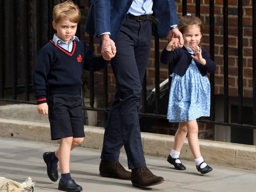 Princesa Charlotte con su hermanito
