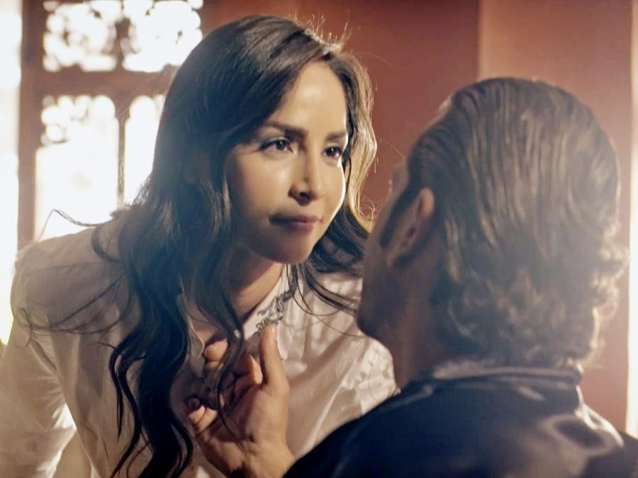 Carmen Villalobos y Gregorio Pernia en Sin Senos Sí Hay Paraíso 3