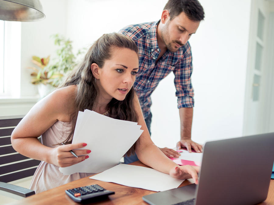 Los americanos reducen sus gastos mensuales