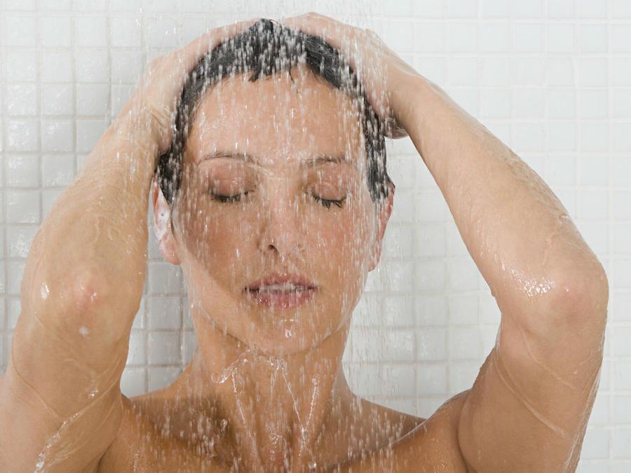 Mujer en la ducha