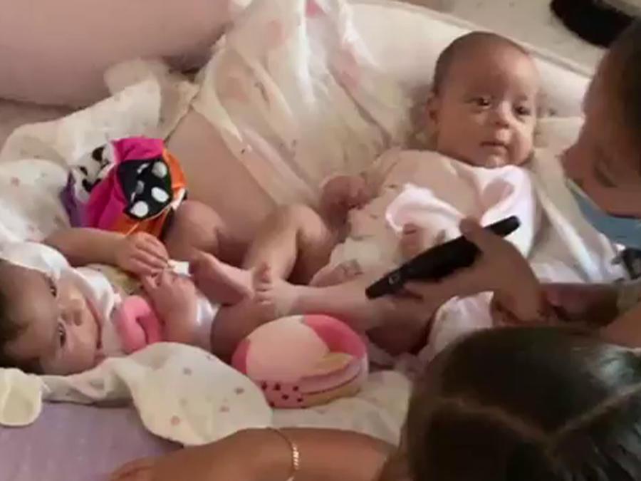 Jacky Bracamontes y sus hijas