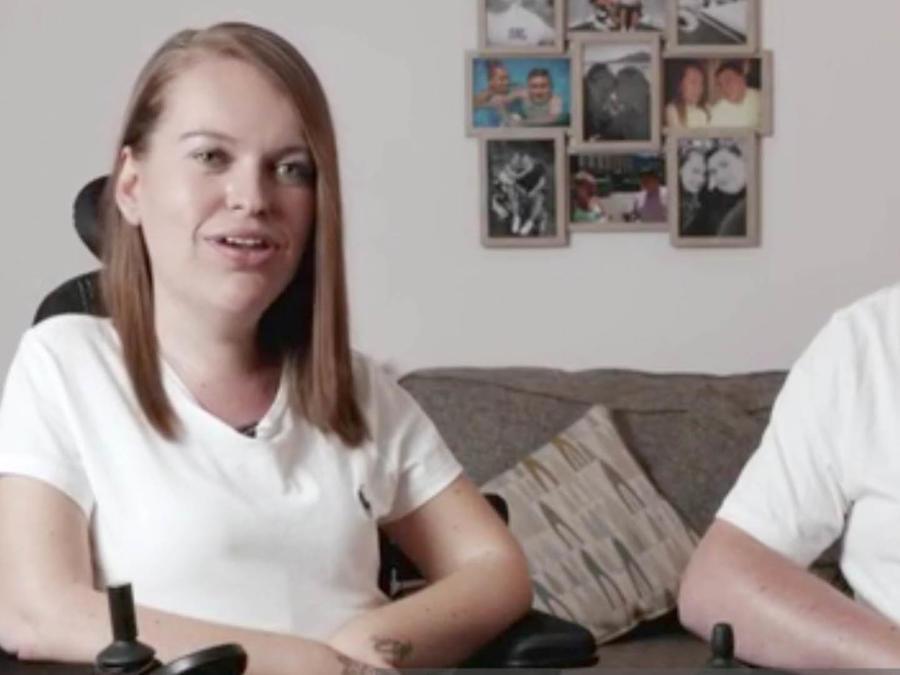 Su discapacidad no es obstáculo para criar a su hijo.