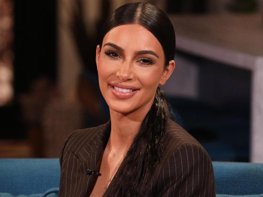 """Kim Kardashian en el show """"Busy Tonight"""" en diciembre de 2018"""