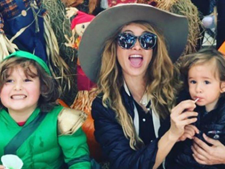 Paulina Rubio con sus hijos