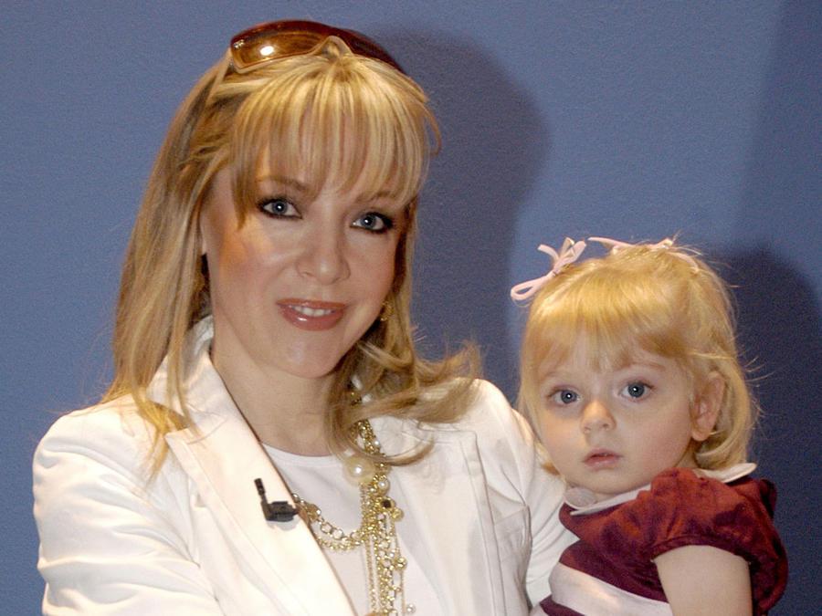 Edith González, madre de Constanza. su hija de casi 2 años. México, 2006.