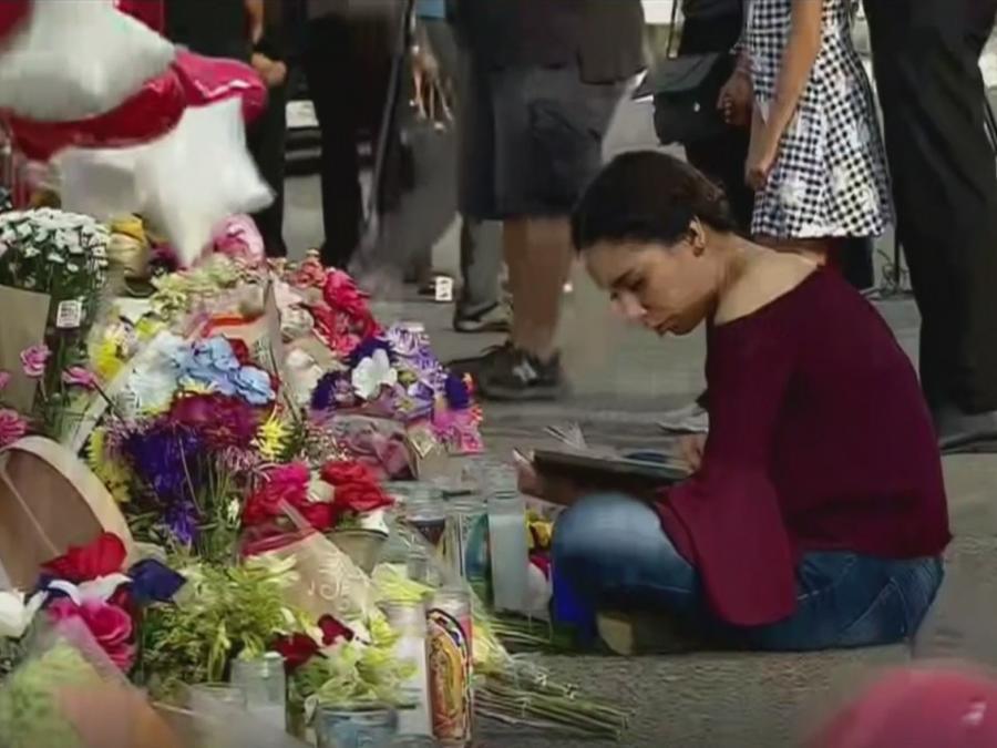 Ofrendas florales en honor de víctimas de tiroteo mortal en El Paso