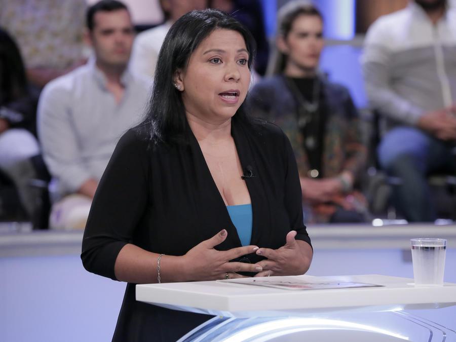 Alejandra se niega a entregar el cuerpo de su esposa
