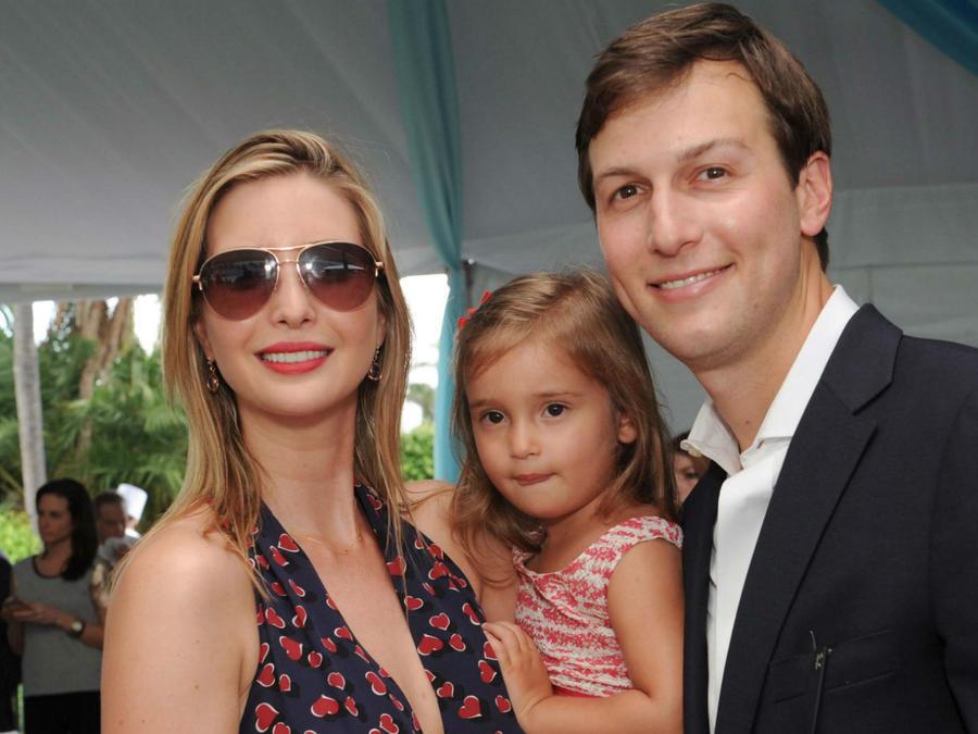 Ivanka Trump, Arabella Rose Kushnner y Jared Kushnner