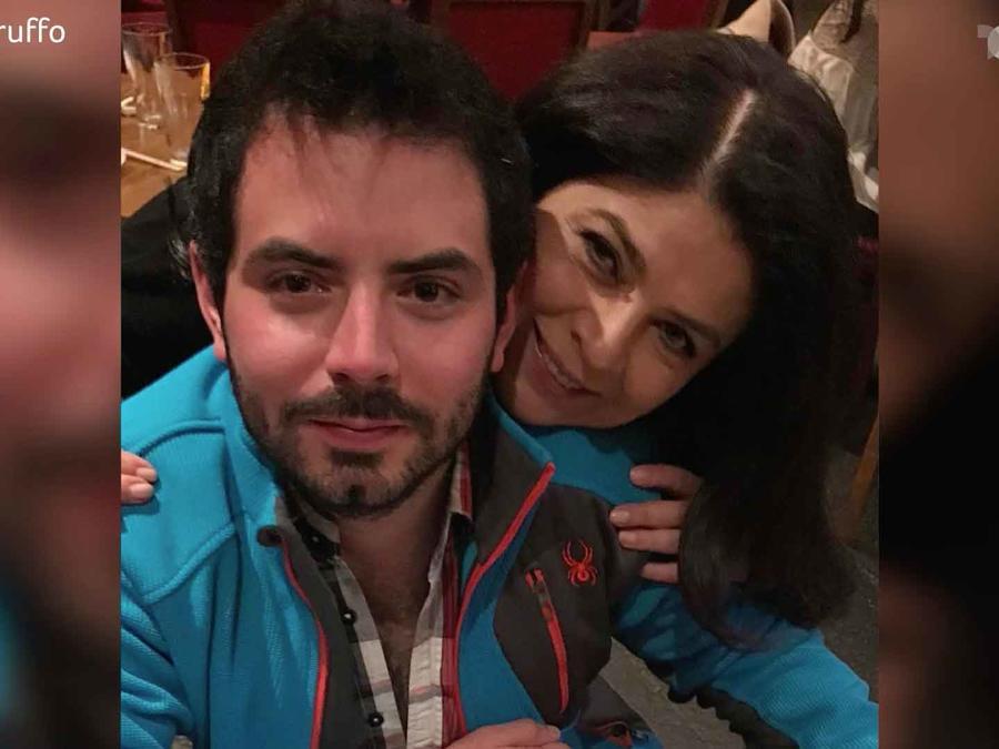 José Eduardo con su madre, Victoria Ruffo