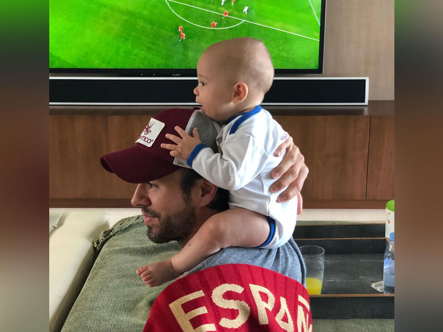 Enrique Iglesias y su bebé
