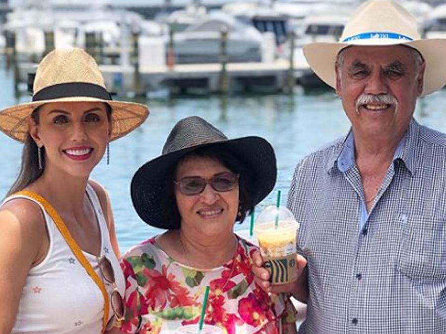 Jessica Carrillo con sus padres