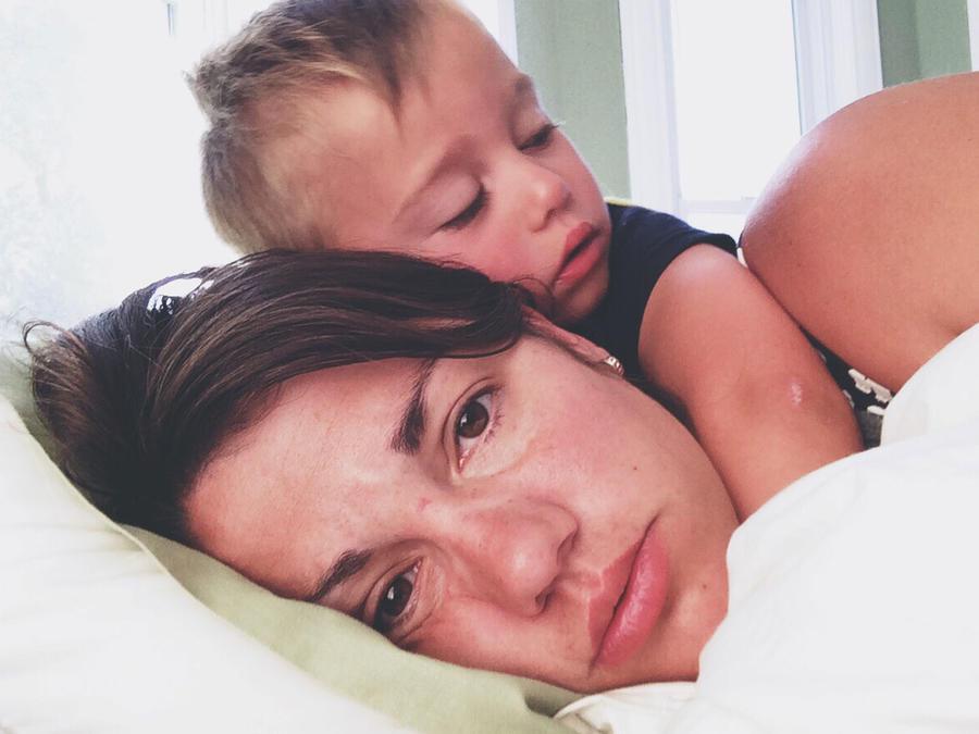 Mamá triste con su hijo