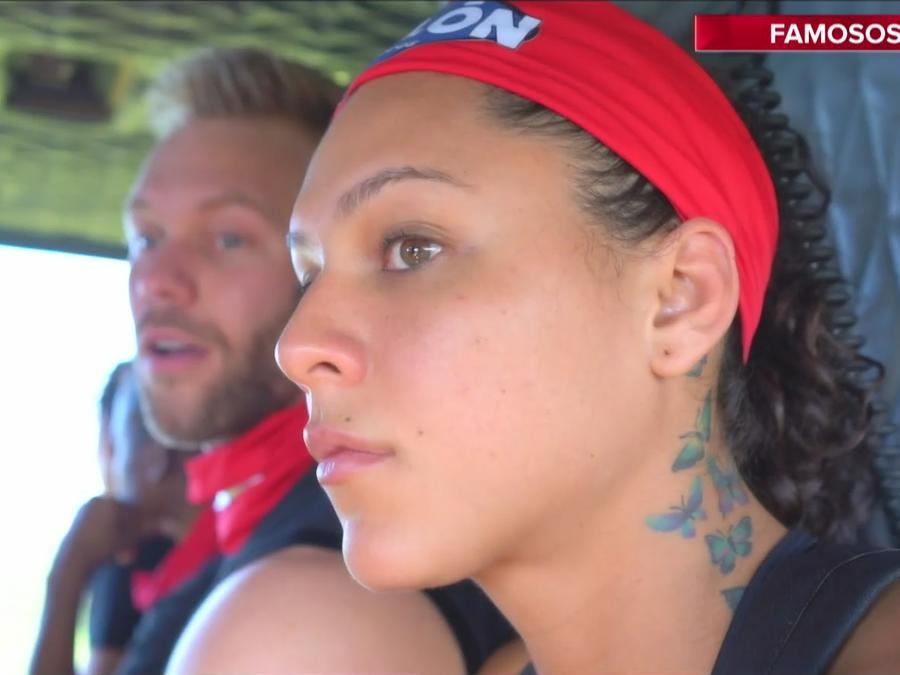 Alejandra y Nate llegan en helicóptero