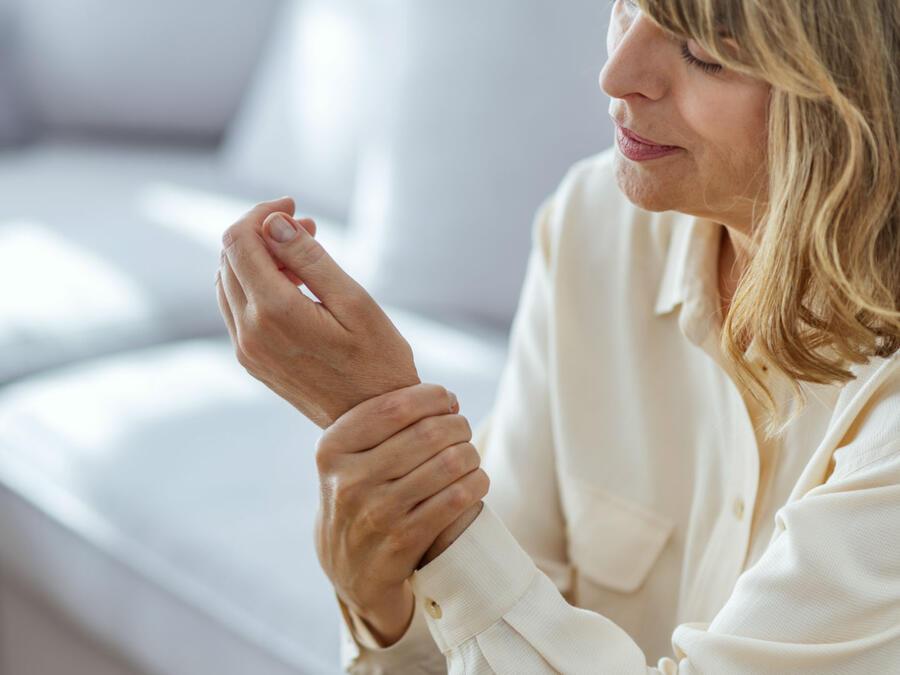 Mujer con artritis
