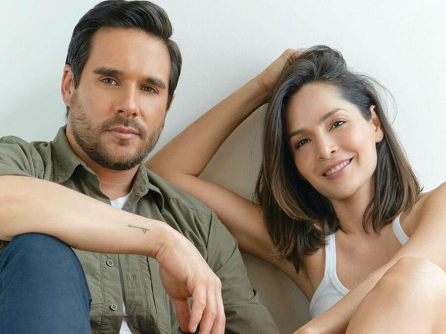 Carmen Villalobos y su esposo