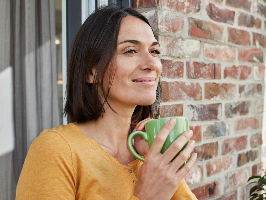 Mujer con café