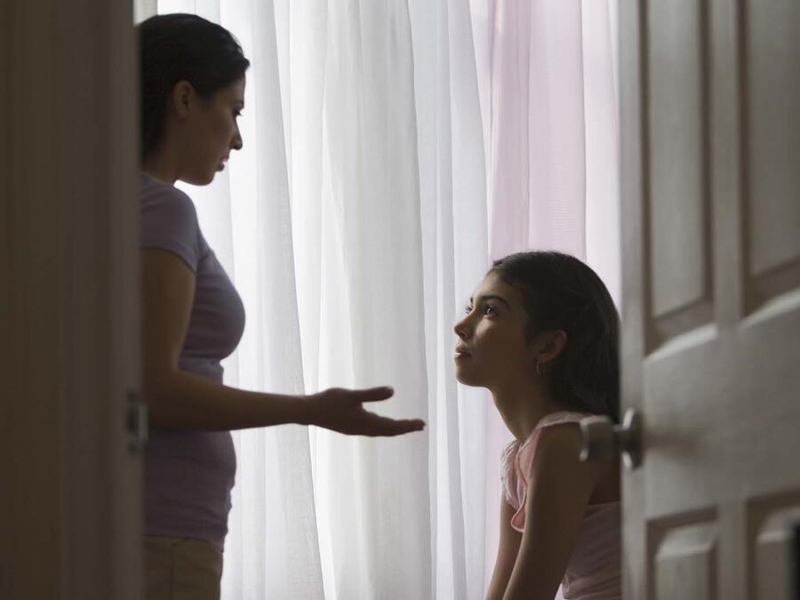 madre platica hija
