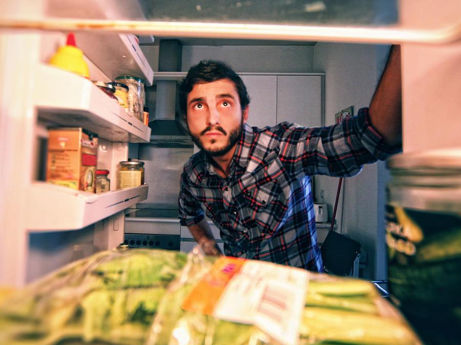 Hombre en refrigerador