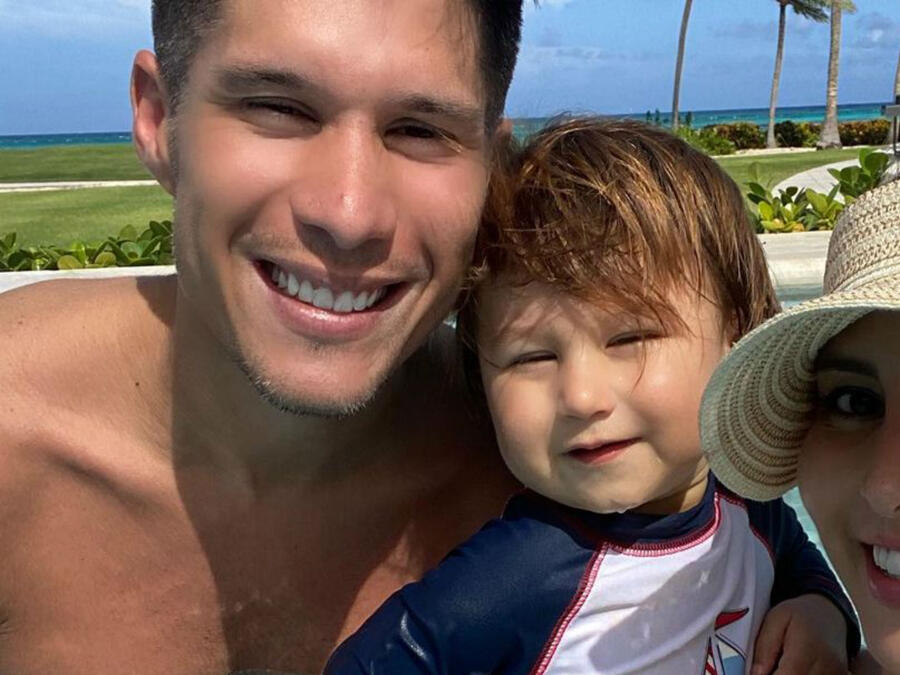 Chyno Miranda con su familia
