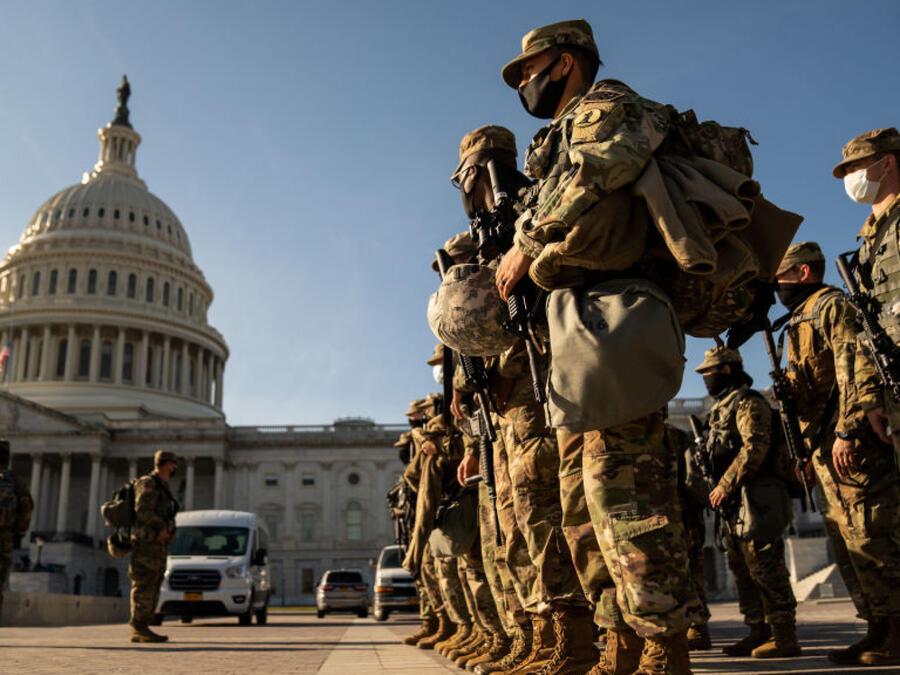 Soldados resguardan el Capitolio