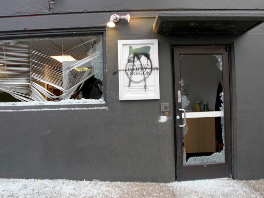 Edificio de ICE vandalizado en Portland