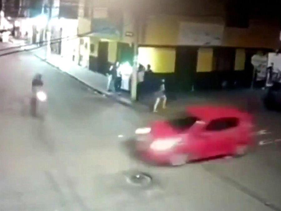 Automovilista atropella motociclista en Colombia