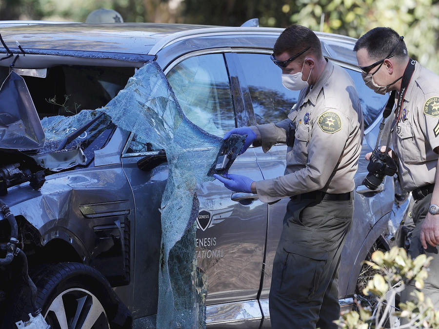Automóvil de Tiger Woods tras su accidente en California