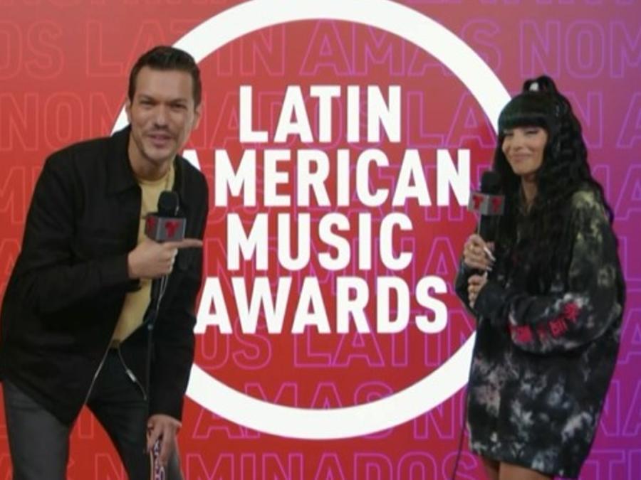 Chesca en el backstagee de los Latin American Music Awards 2021