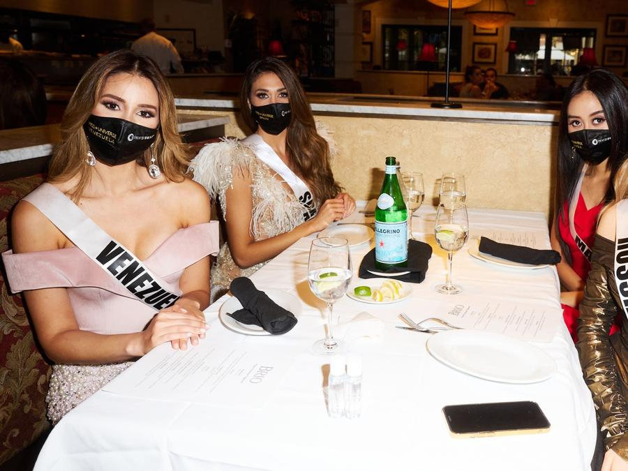 candidatas a Miss Universo 2021, 69na. edición cenando en Brio Italian Grille