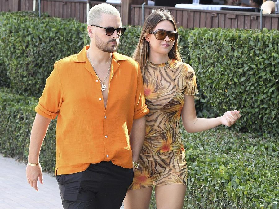 Scott Disick con Amelia Hamlin su actual novia.