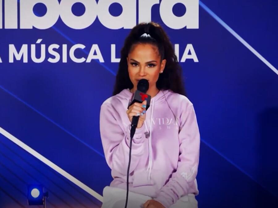 Natti Natasha en el backstage de los Premios Billboard de la Música Latina 2021