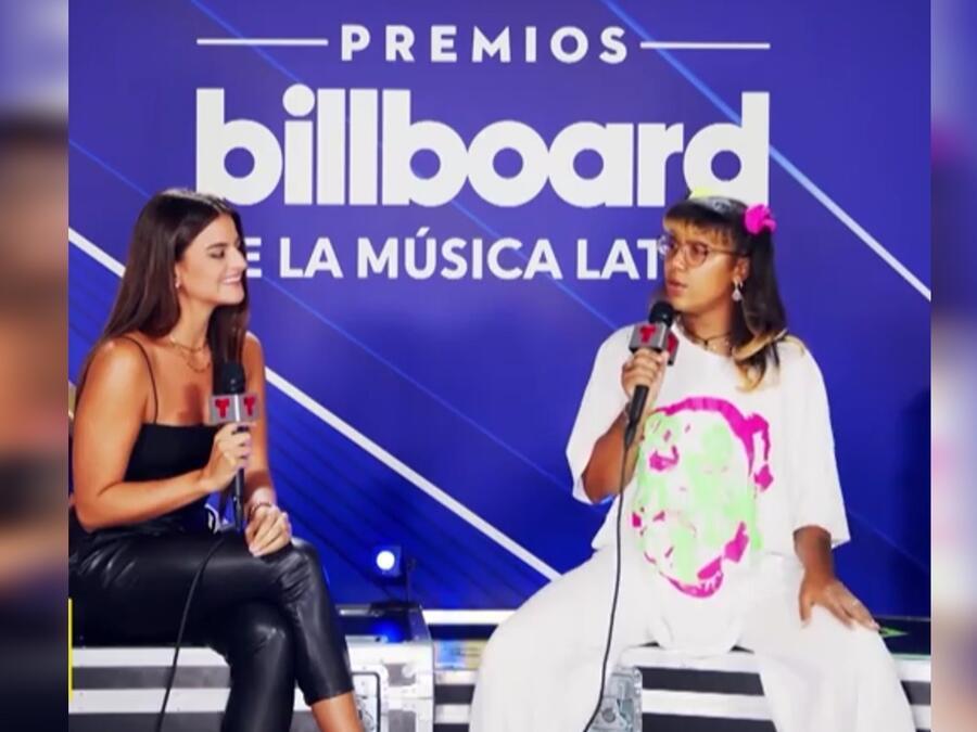 Alix Aspe y Tokischa en el backstage del Watsco Center en Coral Gables en los Premios Billboard de la Música Latina 2021