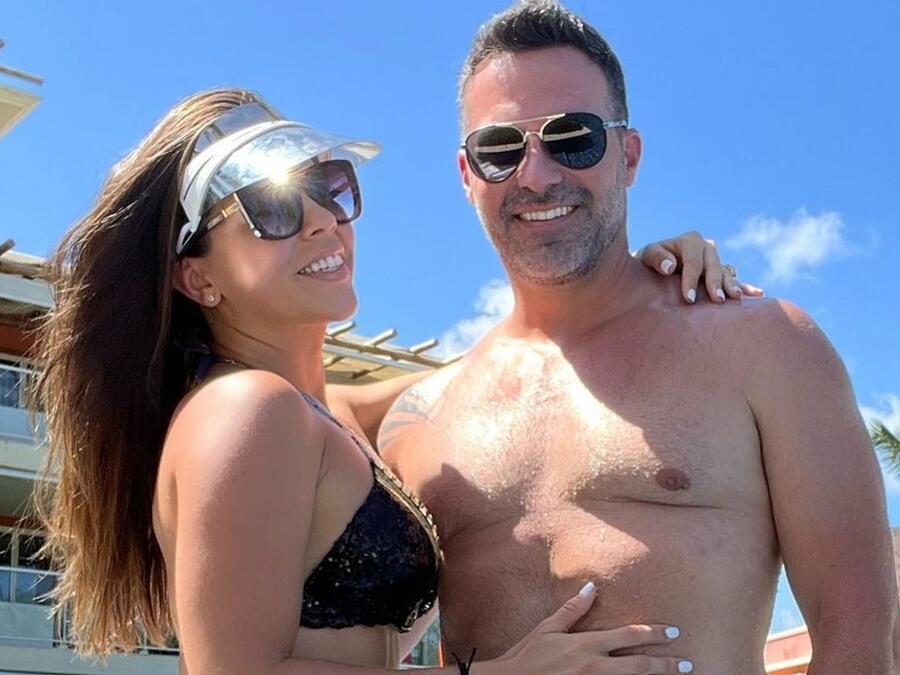Ximena Duque con su esposo, Jay Adkins, de vacaciones