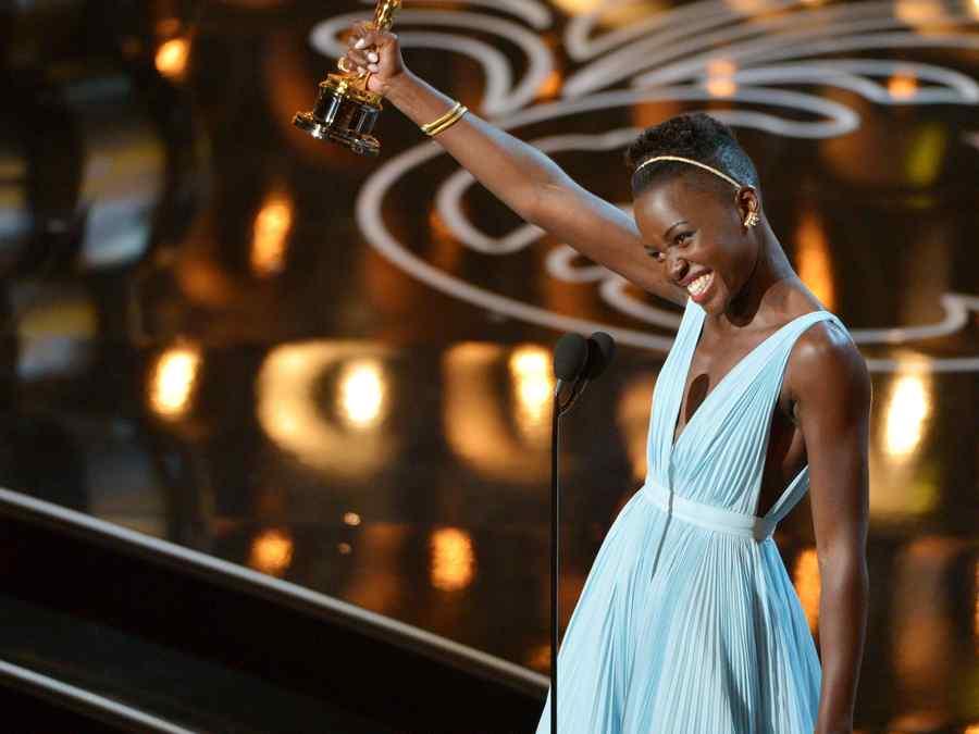 Lupita Nyong'o en los premios Oscar 2014.