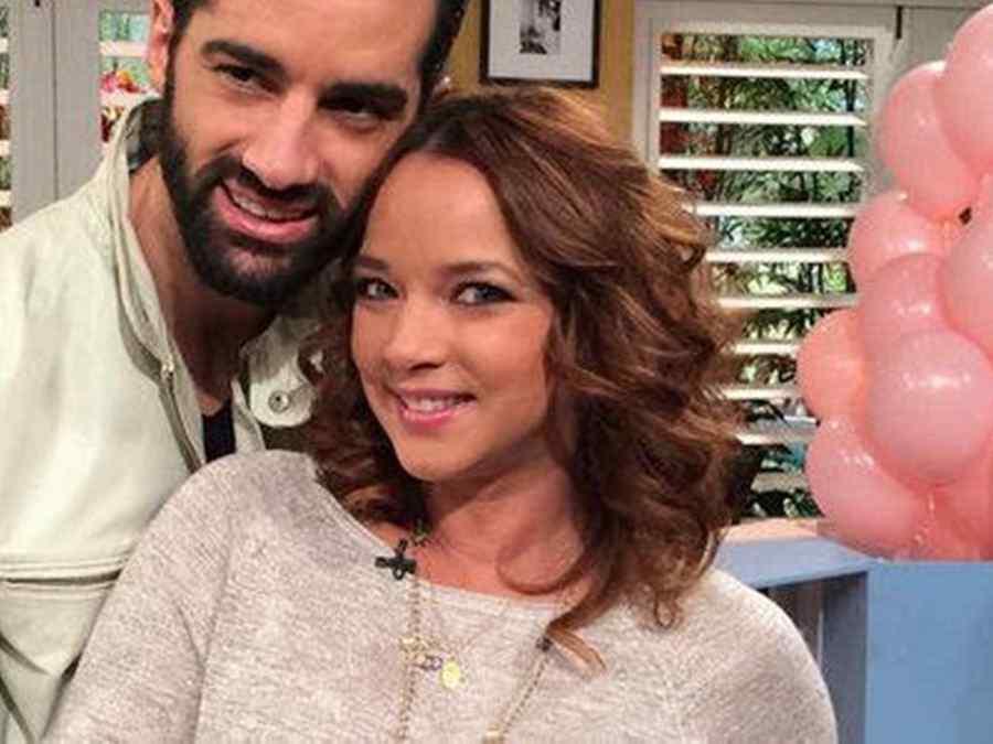 Adamari Lopez Y Toni Costa Alaia cumple 1 mes