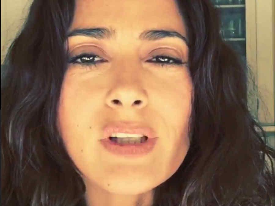 Salma Hayek se comió un grillo
