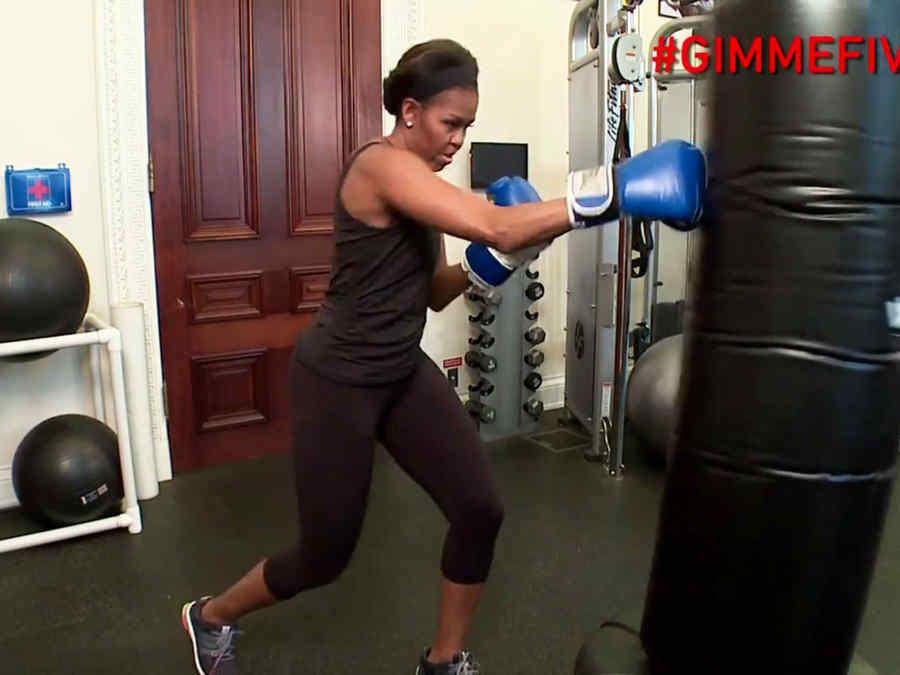 Michelle Obama haciendo ejercicios