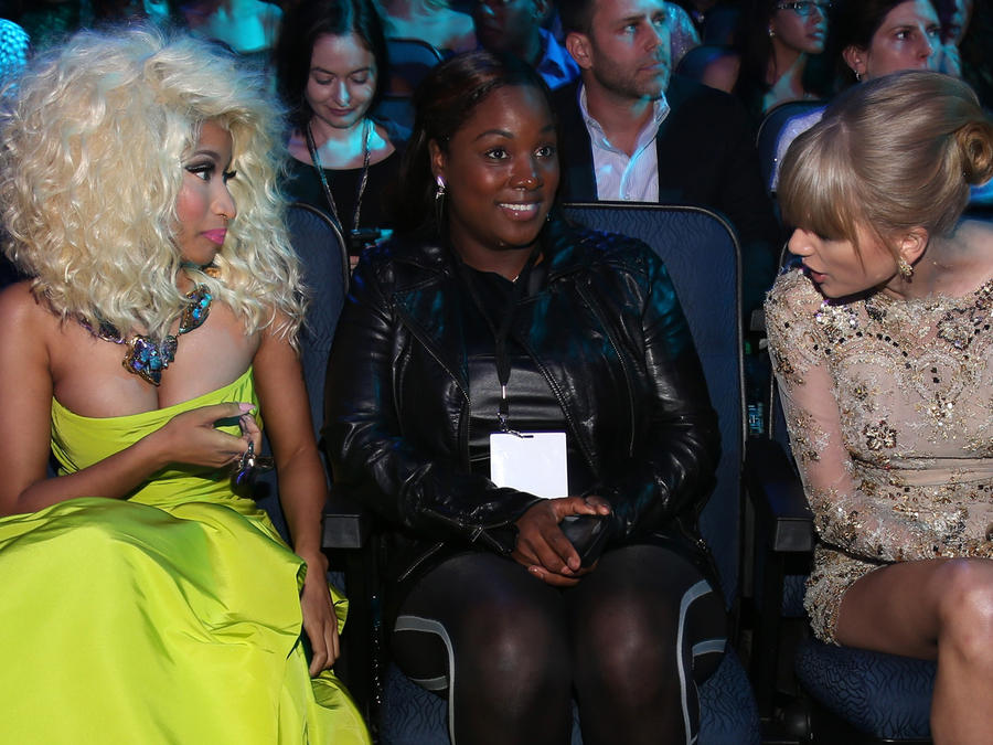 Taylor Swift y Nicki Minaj en los AMAs 2012