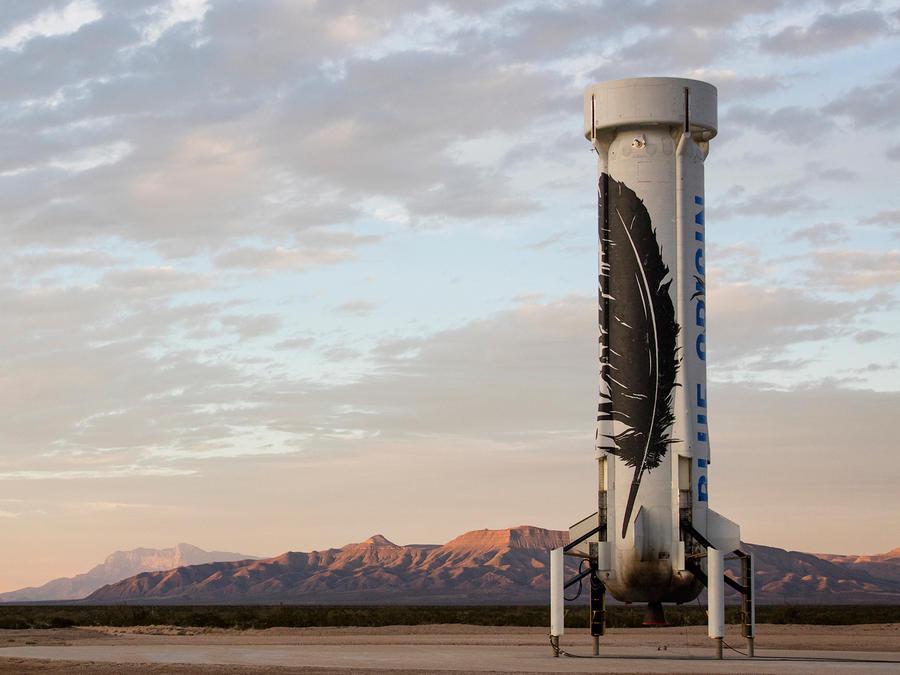 El cohete que la empresa Blue Origin logró lanzar y hacer que descendiera de pie y en tan buen estado que se podría volver a usar. Foto suministrada por Blue Origin tomada el 23 de noviembre del 2015
