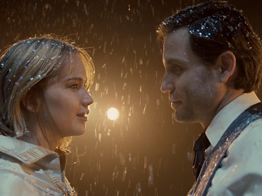 Edgar Ramirez and Jennifer Lawrence in Joy