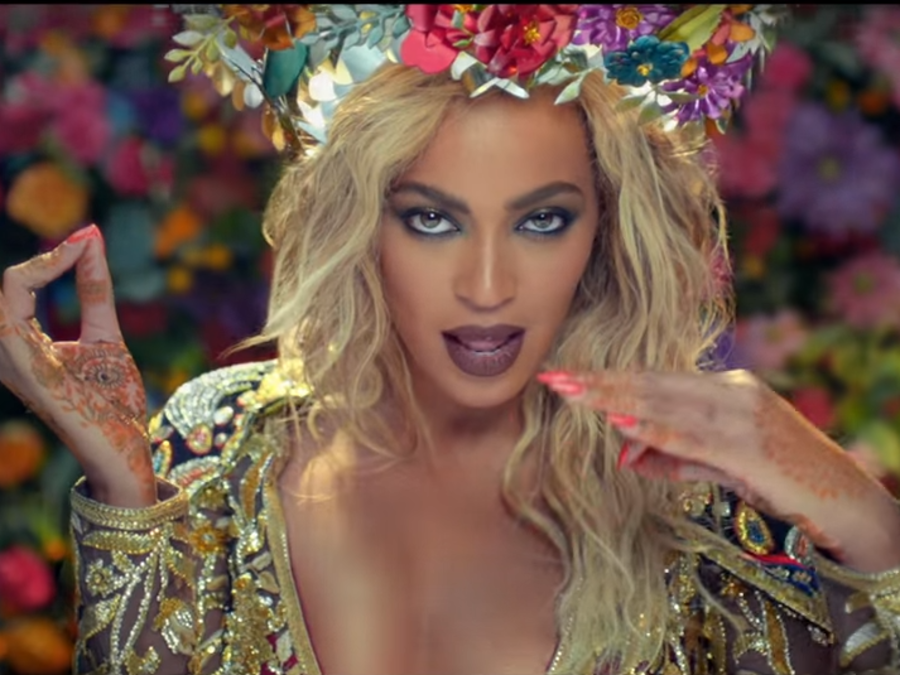 "Beyoncé en el video ""Hymn for the weekend"" de Coldplay"