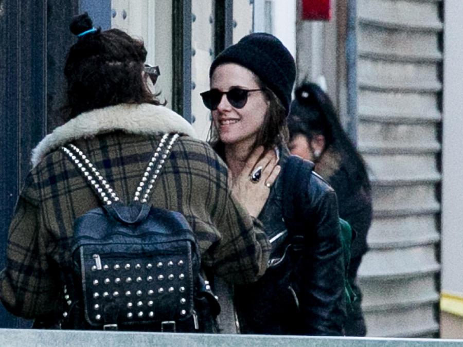 Kristen Stewart confirma su nueva relación con un beso