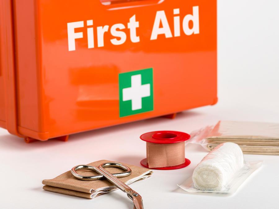 Kit de primeros auxilios con valijita naranja