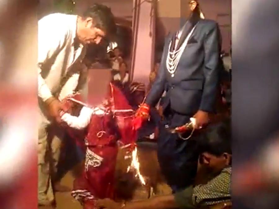 Así son obligados los niños a casarse en la India