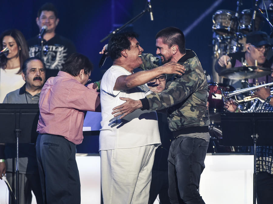 Juan Gabriel y Juanes en los ensayos de Premios Bilboard 2016