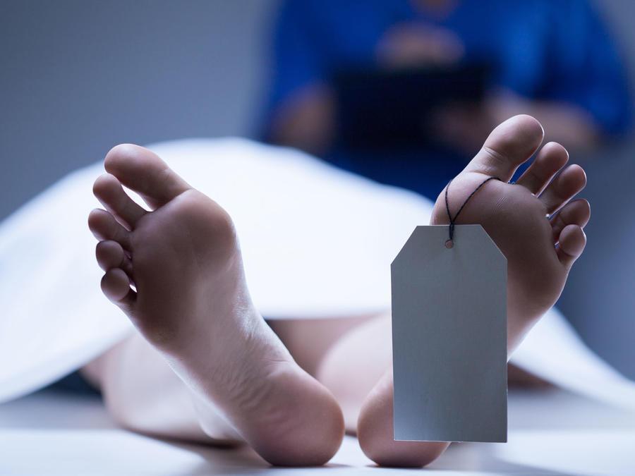 Cadáver en morgue