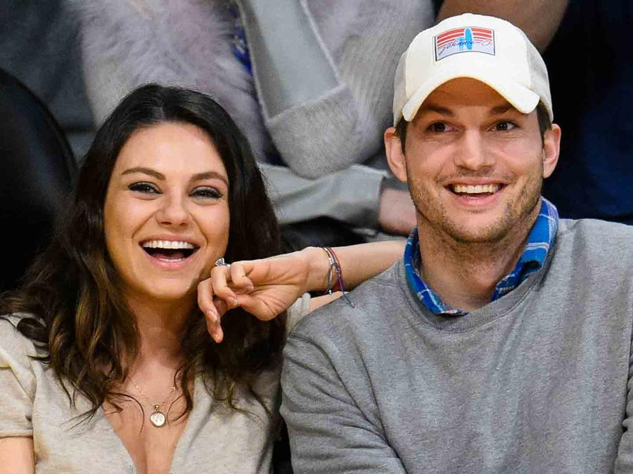 Mila Kunis y Ashton Kutcher en Staples Center 2014