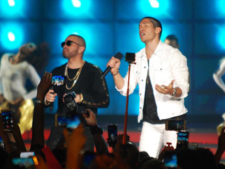 Chino y Nacho en los Heat Latin Awards 2016
