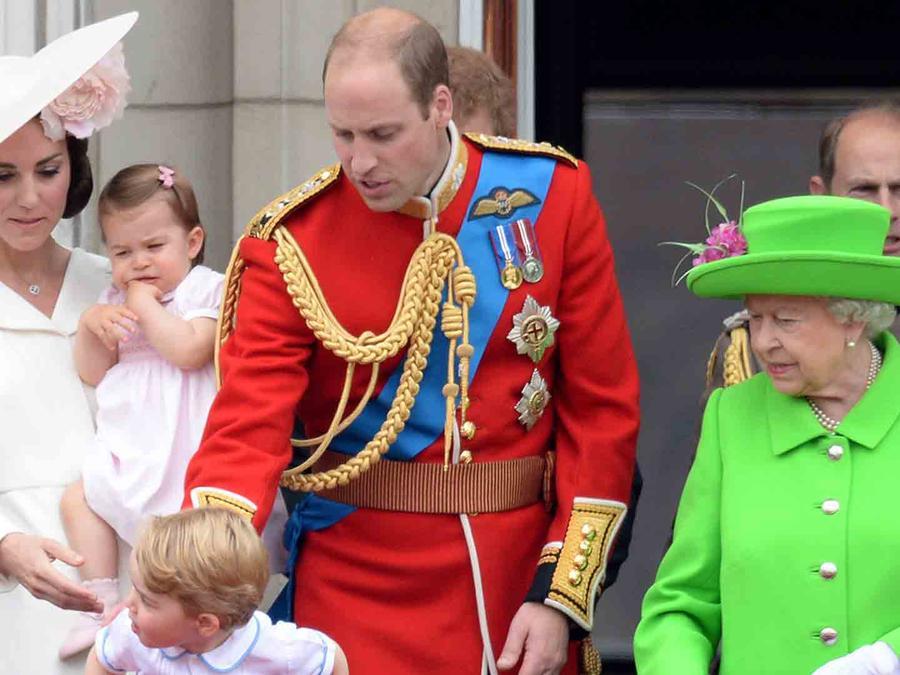 Reina Isabel y príncipe William