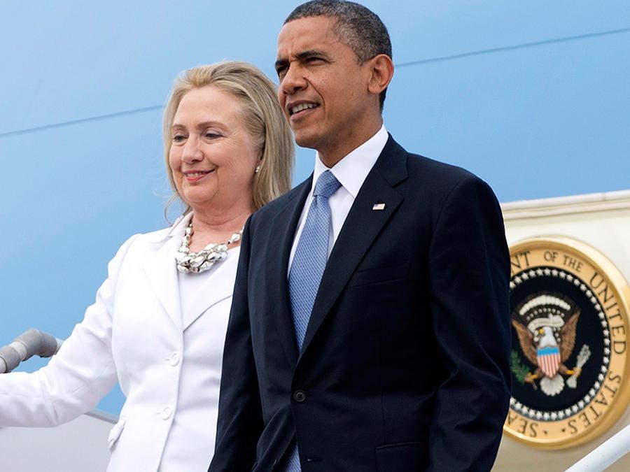 Foto de archivo, 19 de noviembre de 2012, del presidente Barack Obama y la entonces secretaria de Estado Hillary Clinton al arribar a Yangon, Mianmar. Obama y Clinton realizarán su primer acto de campaña juntos el martes 5 de julio de 2016